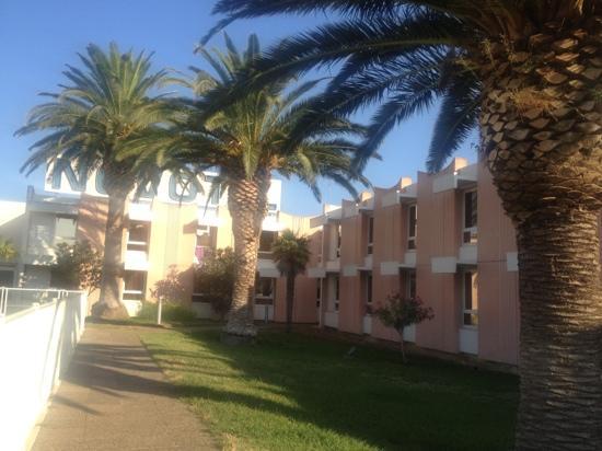 Ibis Perpignan Nord : Side view.