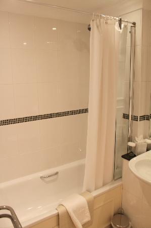 Best Western Plus Edinburgh City Centre Bruntsfield Hotel: Shower