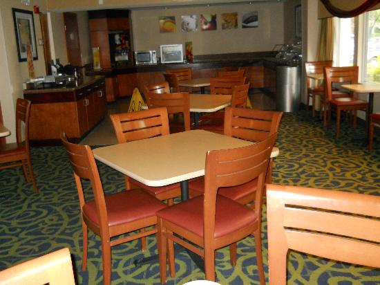 Quality Inn Miami Airport Hotel: Dining room