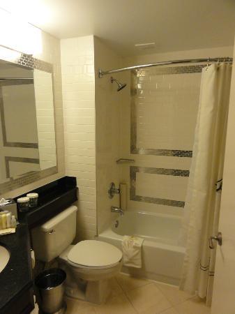 Hamilton Hotel Washington DC: Bathroom