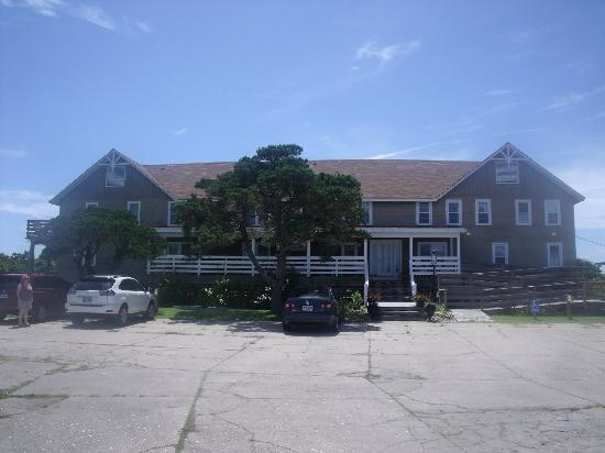 Seaside Inn At Hatteras: The front of the Inn.