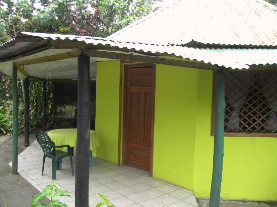 Cabinas El Icaco Tortuguero: Entrance