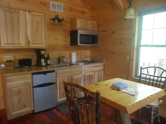 Pine Cove Lodging: kitchen/dining