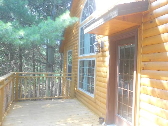 Pine Cove Lodging: Back porch