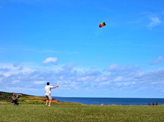 Johnson Shore Inn: great kite flying spot