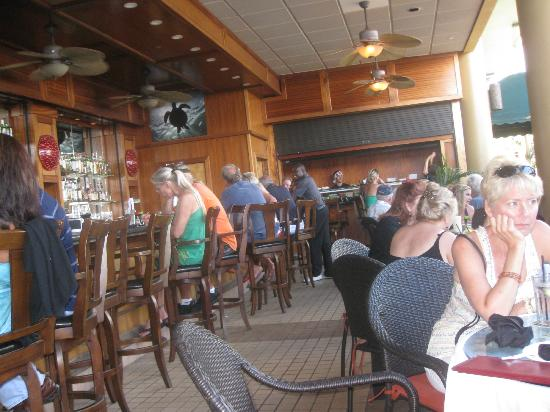 Mana Kai Maui : Bar at happy hour (3-7 and 9-11). Sushi bar also there.
