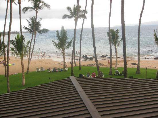 Mana Kai Maui: View from condo unit 204, over roof of restaurant