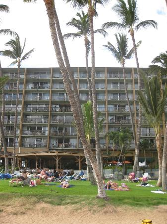 Mana Kai Maui: Hotel beach-facing side. Rm 204 is just above center of dining roof 2nd level.