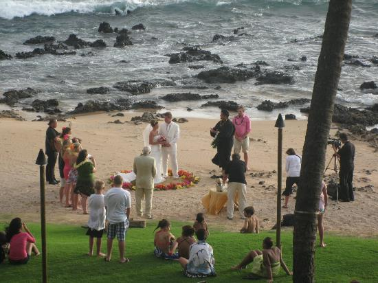 Mana Kai Maui: Rocky area, and the wedding seen from our balcony