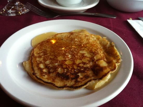 Le Relais des Pins: pancake with maple syrup