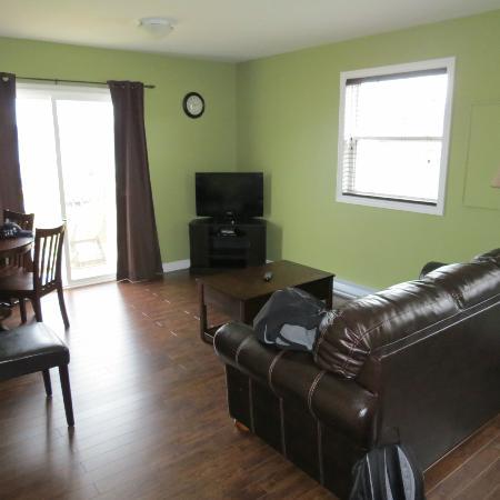 Gros Morne Suites: Livingroom