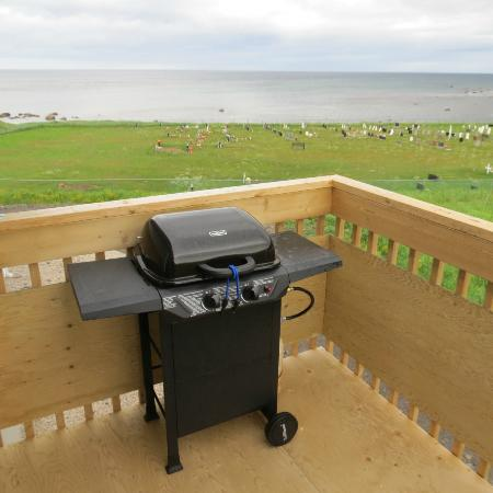 Gros Morne Suites: Barbecue on Balcony