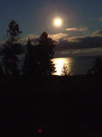 Naniboujou Lodge: full moon viewed from lakeside room