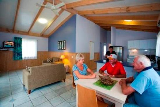 Budgewoi Holiday Park: Kingfisher Cabin