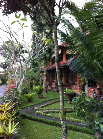 Cendana Resort and Spa: Along the path to more rooms (upper and lower suites)