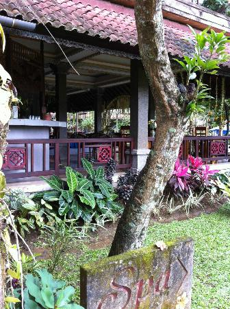 Cendana Resort and Spa: Restaurant - free breakfast