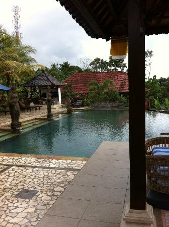 Cendana Resort and Spa: Saltwater pool (brrr) at the back of the hotel - bring your goggles. Spa is at far end.