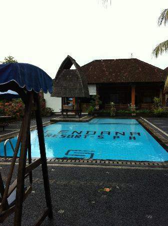 Cendana Resort and Spa: Main pool (brrr) off reception building