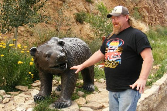 Manitou Springs, CO: my hubby and bear attack