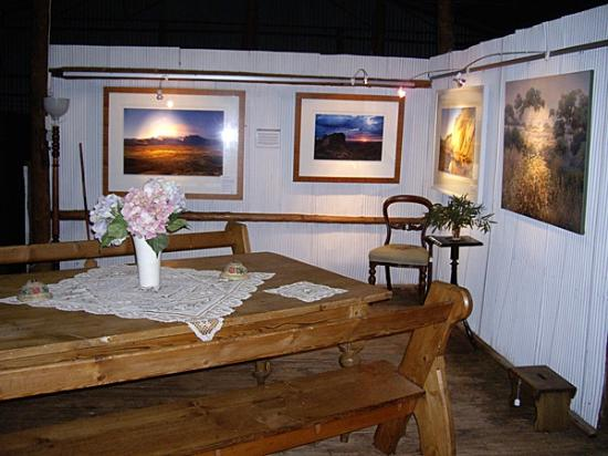 Woolshed Restaurant: Art gallery attached to restaurant