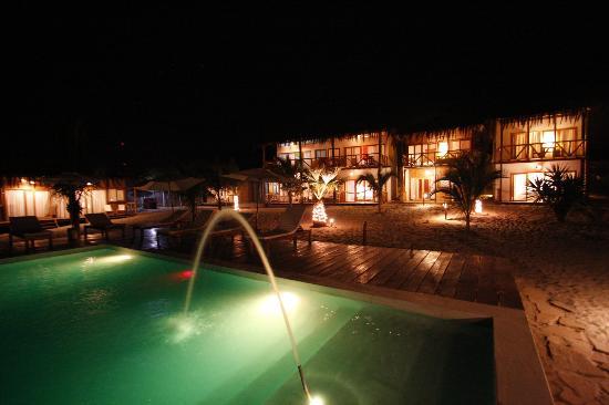 Zorritos, Perú: vista del hotel de noche