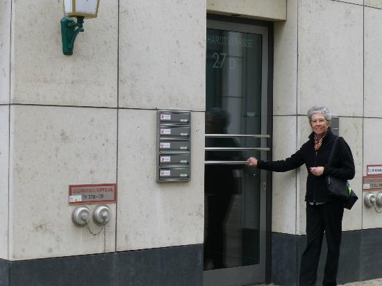 ApartHotel Residenz Am Deutschen Theater: Entrance to our apartment