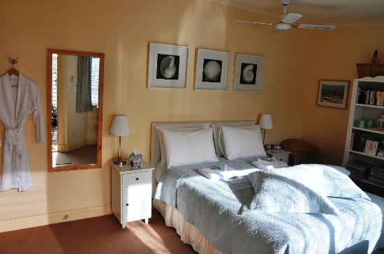 Middleton Cottage: The Green Room