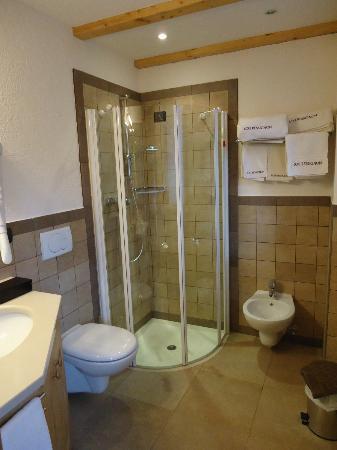 Lou Ressignon Chez Arthur: bathroom