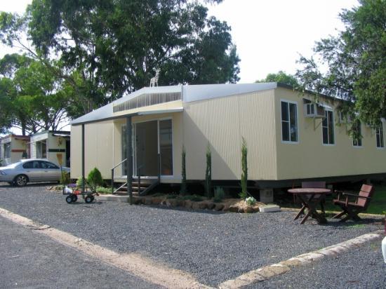 Sapphire City Caravan Park: Bunkhouse