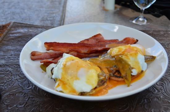 Triple Creek Ranch: eggs Benedict and slab bacon