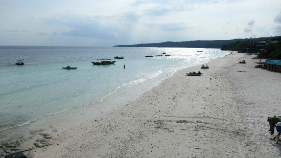 Bira Dive Camp : Nice beach for when you're not diving