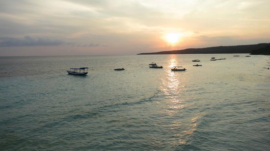 Bira, Indonesien: Gorgeous sunsets