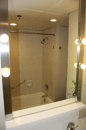 Hotel Jen Hong Kong: Shower