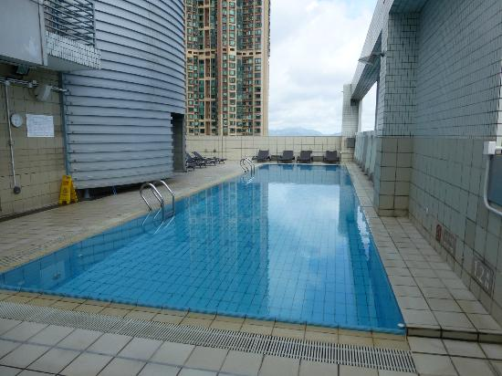 Hotel Jen Hong Kong: Pool on the roof