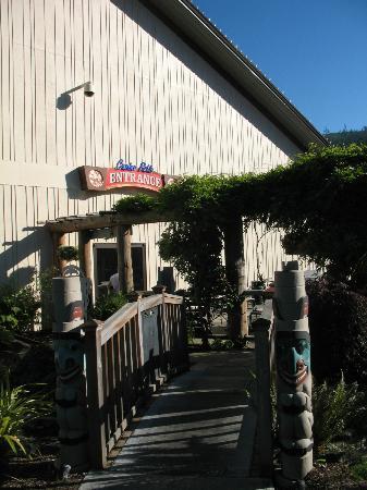 7 Cedars Casino: Entrance to the casino