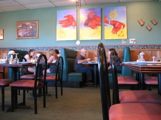 Sawadee Thai Cuisine: Inside the restaurant