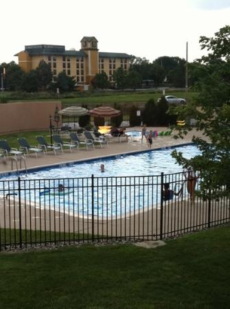 BEST WESTERN PLUS Philadelphia Bensalem Hotel : view of the pools from my window - NICE