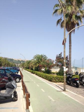 Hotel Residence Adriatico: pista ciclabile