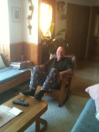 Alaska Chalet Bed & Breakfast: Hubby relaxing before bed in the Alaska Chalet Suite. Yes, it's bedtime and the sun is shining!