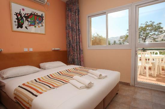 Almog Holiday Village: Ogg Room
