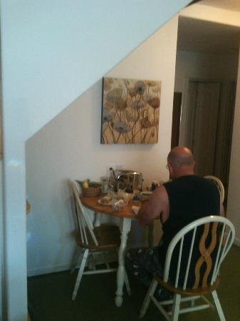 Alaska Chalet Bed & Breakfast: Dining area of Garden Suite. Hubby was having a snack!