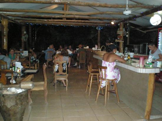 Nosara Playa Garza Hotel: I came one day to eat pizza thinking it would be only me and my friend. but the place was full :