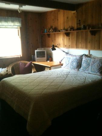 Alaska Chalet Bed & Breakfast: Master Bedroom in Rise and Shine Suite. Super Comfy!