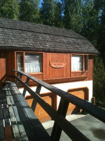 Alaska Chalet Bed & Breakfast: Everyone has easy access to the deck from their suite.