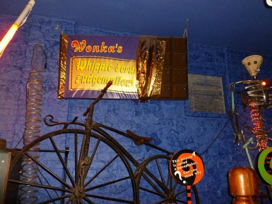 Aylesbury, UK: Willy Wonkas chocolate display