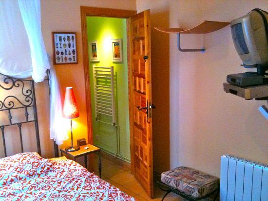 Finca La Solana Marbella Hostal: double room with tv/dvd and bath ensuite