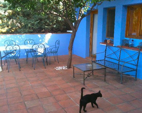 Finca La Solana Marbella Hostal: the terrasse with sea views and smoking area