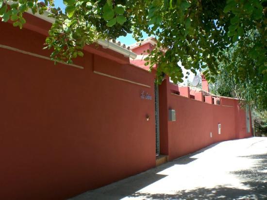Finca La Solana Marbella Hostal: entering our main house, private road