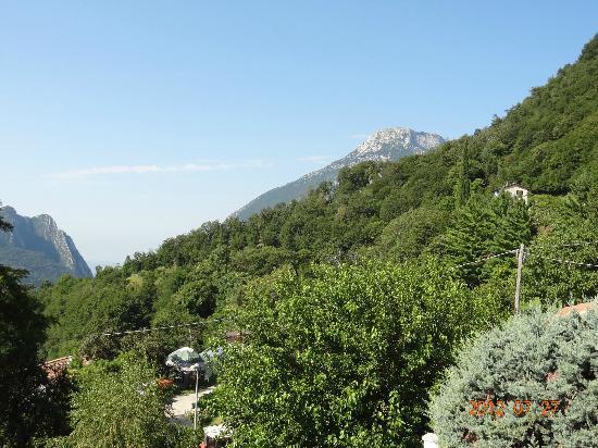 Ca Vecia: Mountain view from room balcony