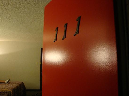Motel Pignons Rouges : Exterior Door